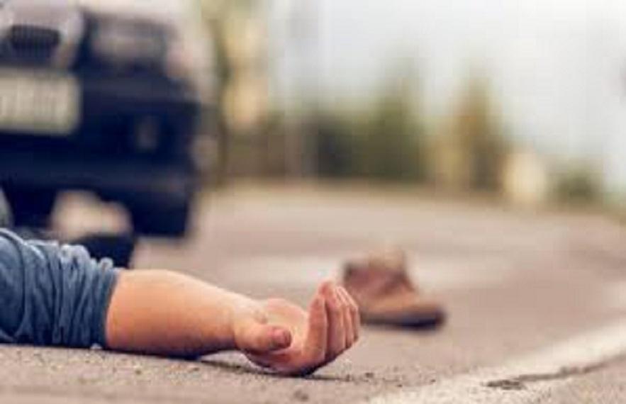 मौके से भागते समय आरोपी की गाड़ी घटना स्थल के पास पलट  गई।