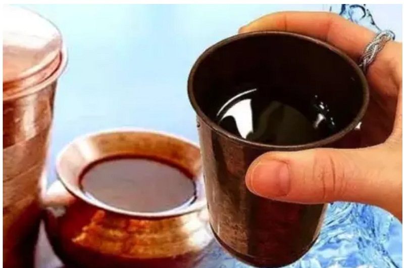 तांबे में रखे पानी को पीने से कैंसर की समस्या से लड़ने की क्षमता में वृद्धि होती है।