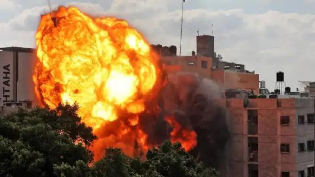 इजरायल ने गाजा के खान यूनिस शहर में मिसाइलें दागी थीं।