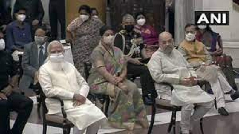 इससे पहले नरेंद्र मोदी ने नए बनने वाले मंत्रियों के साथ बैठक की।