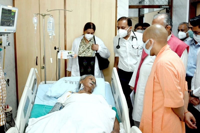 फाइल फोटो:सीएम योगी ने कल्याण सिंह से उनकी सेहत का हालचाल लिया।