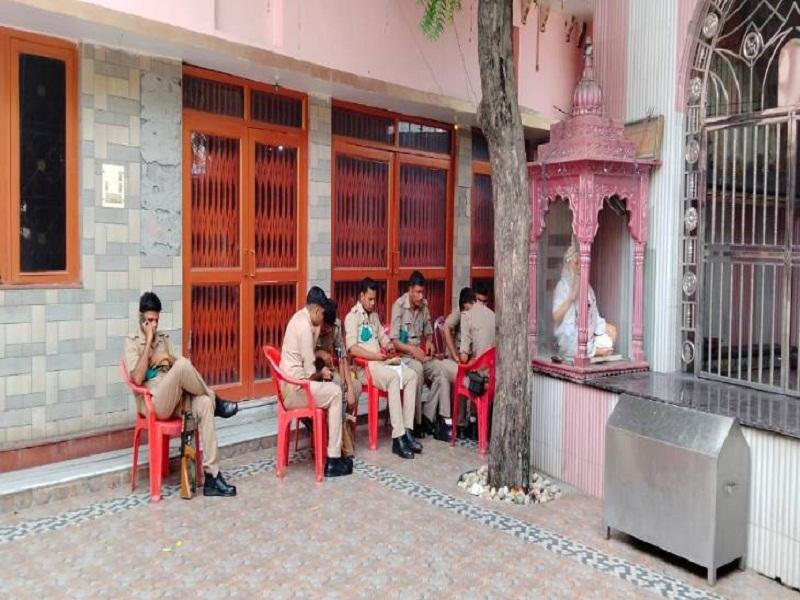 सुरक्षा के मद्देनजर मंदिर में पीएसी और पुलिस बल तैनात है।