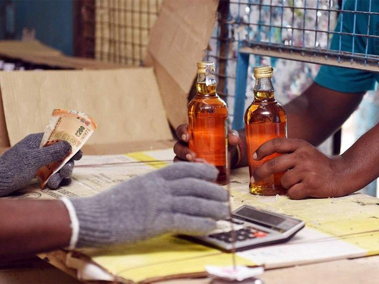 माफिया ने देसी शराब के नाम पर जहरीली शराब आबकारी की लाइसेंसी दुकानों से बिकवाई थी।