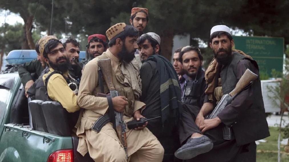 नकवी ने तालिबान से सीधे तौर पर कहा है कि भारत के मुसलमानों को छोड़ दें।