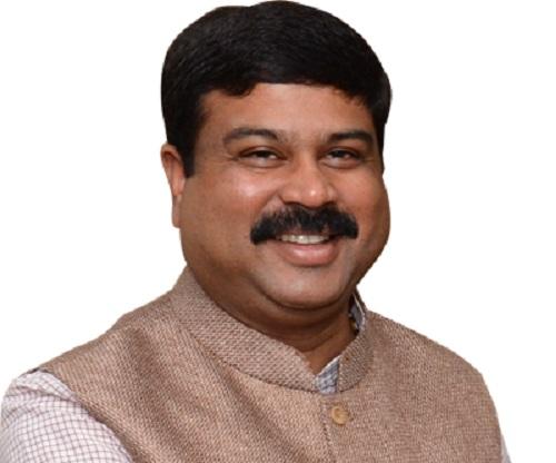 संसदीय कार्य मंत्री प्रह्लाद जोशी को उत्तराखंड का प्रभार दिया गया है।