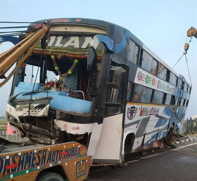 चौकी इंचार्ज संदीप कुमार ने बताया कि हादसे में 13 लोग घायल है।