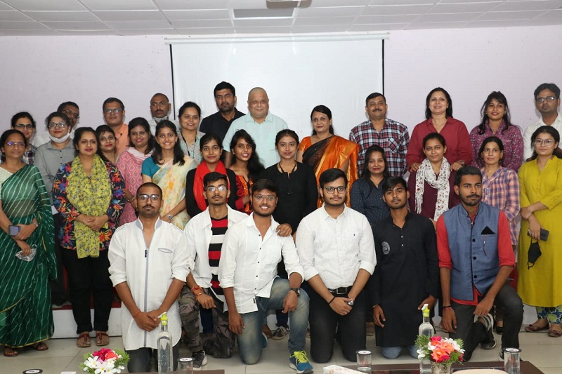 श्री रामस्वरूप मेमोरियल विश्वविद्यालय में अभिनय कार्यशाला का आयोजन।