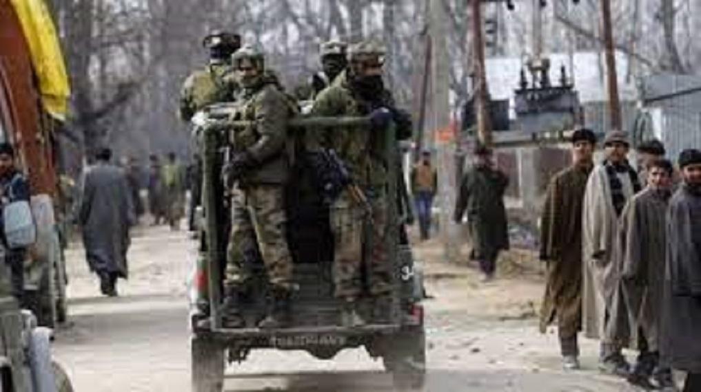 सुरक्षाबलों ने कश्मीर संभाग में दो आतंकियों को मार गिराया।