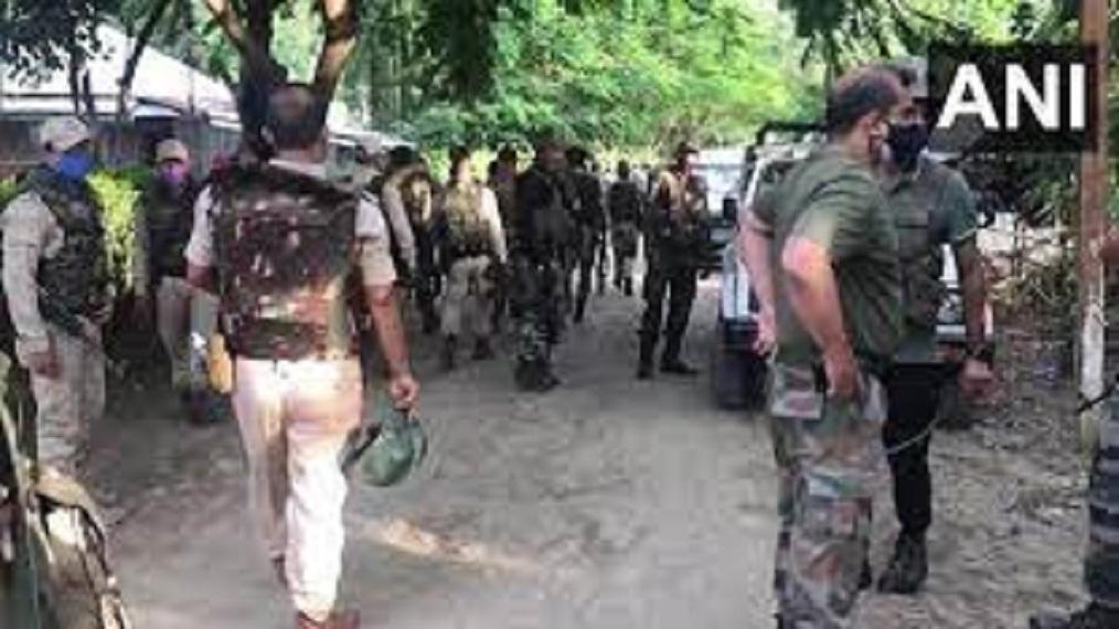 एक साथ पांच ग्रामीणों के मारे जाने से क्षेत्र में दहशत का माहौल है।